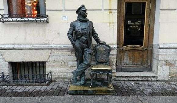 Описание памятника «Остап Бендер» в Санкт Петербурге