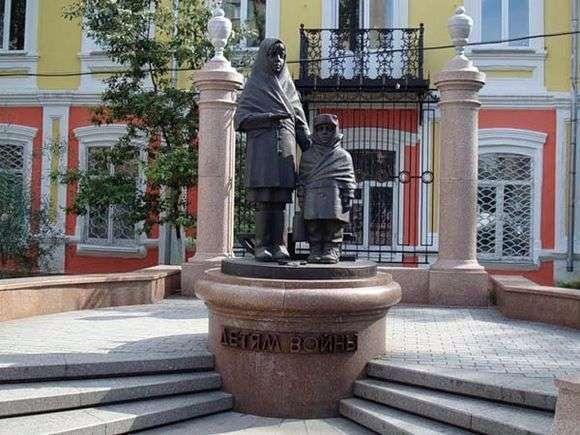 Описание памятника детям войны в Красноярске