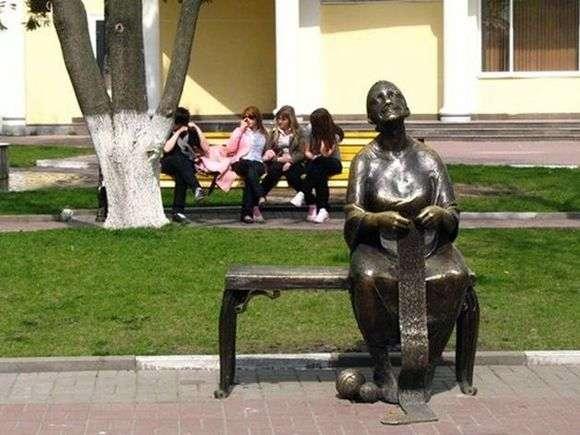 Описание памятника бабушке в Белгороде