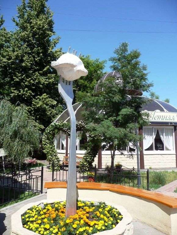 Описание памятника пельменю в Ижевске