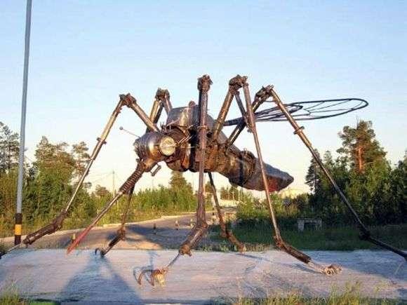 Описание памятника комару в Ноябрьске
