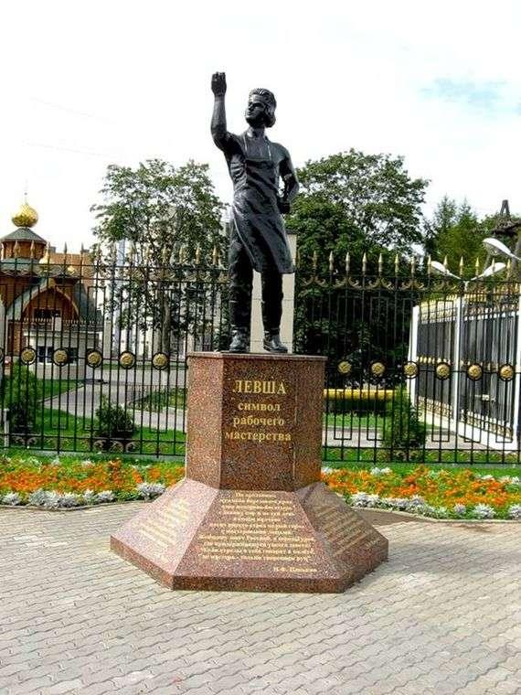 Описание памятника Левше в Туле