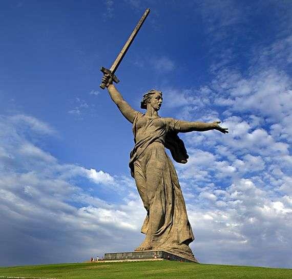 Описание памятника скульптуры «Родина мать зовет» в Волгограде