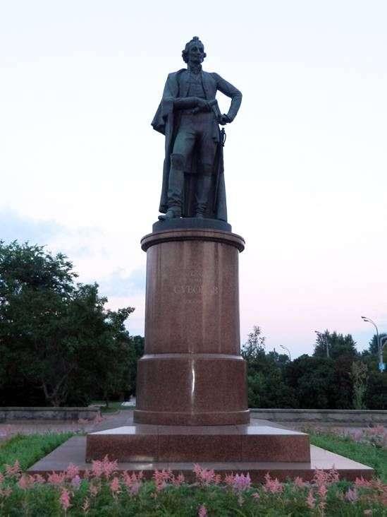 Описание памятника Александру Суворову в Москве