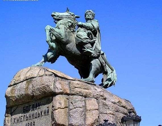 Описание памятника Богдану Хмельницкому в Киеве