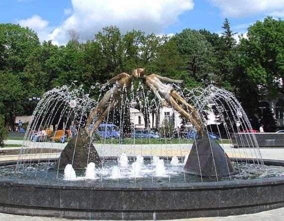 Описание памятника влюбленным в Харькове
